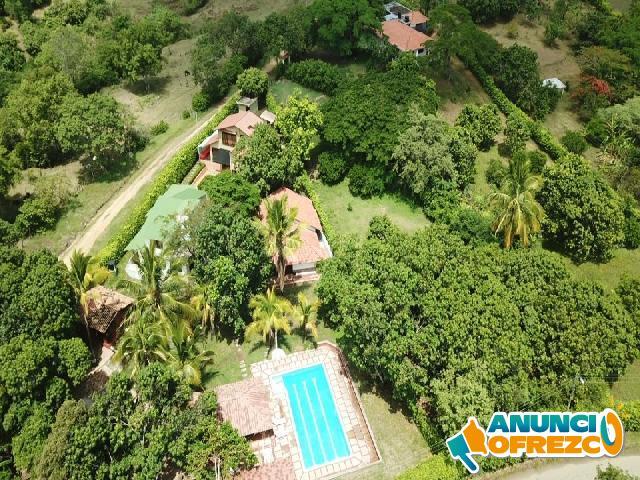 Hermosa finca, piscina y tres casas, oferta